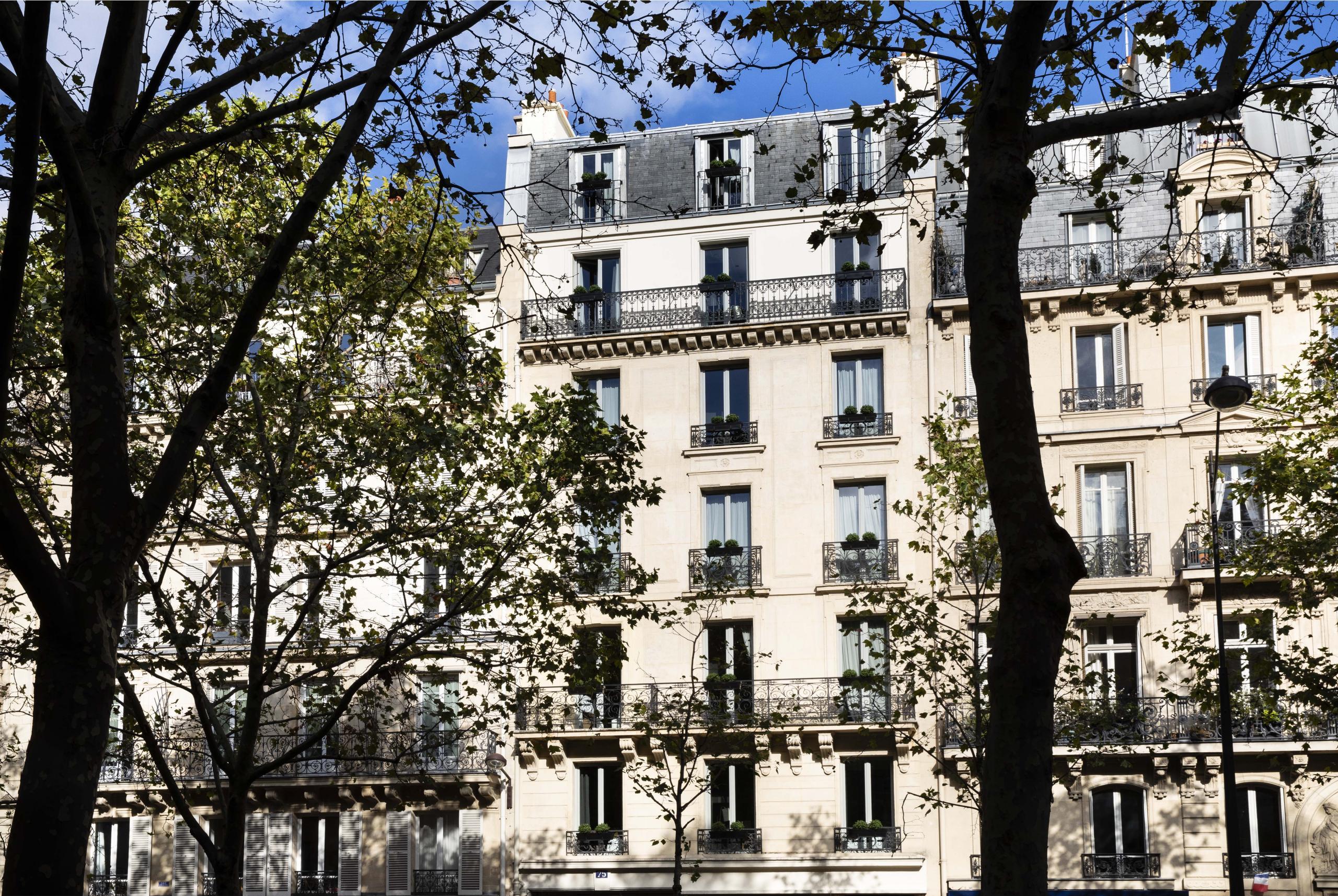 [www.rayzeiffel.com][413]rayz-eiffel-hotel-100572-2560-1900-auto